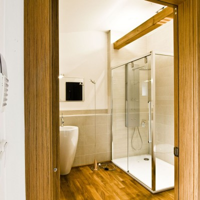 Sprchový kout INDA, umyvadlo Alessi Laufen