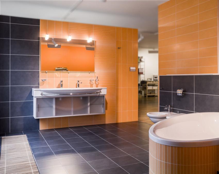 koupelna v barvách Heloweenu